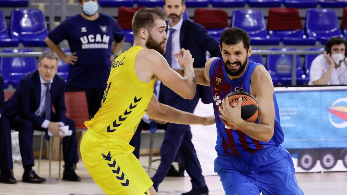 Nemanja Radovic (UCAM Murcia) y Nikola Mirotic (Barcelona)