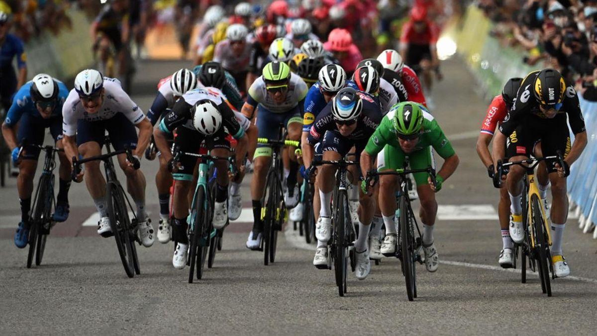 La volata di Valence che ha visto il trionfo di Mark Cavendish davanti a Wout van Aert e Jasper Philipsen - Tour de France 2021, stage 10