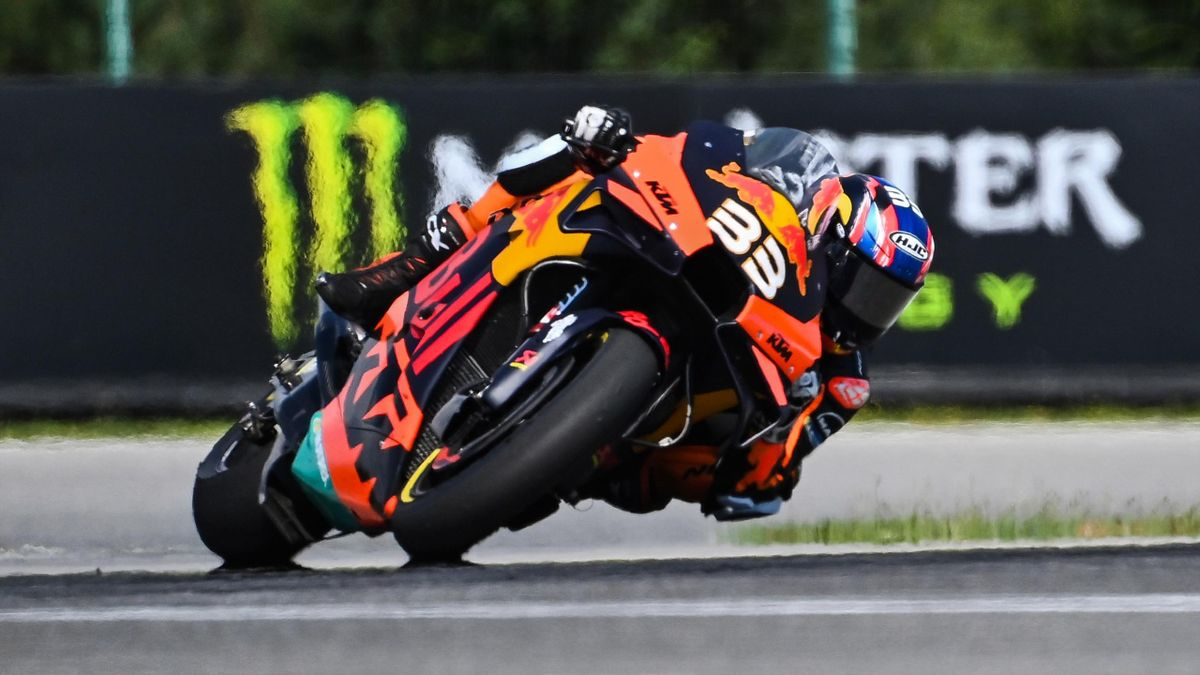 Red Bull KTM Factory Racing´s South African Brad Binder rides his bike to win the Moto GP Czech Grand Prix at Masaryk circuit in Brno on August 9, 2020.