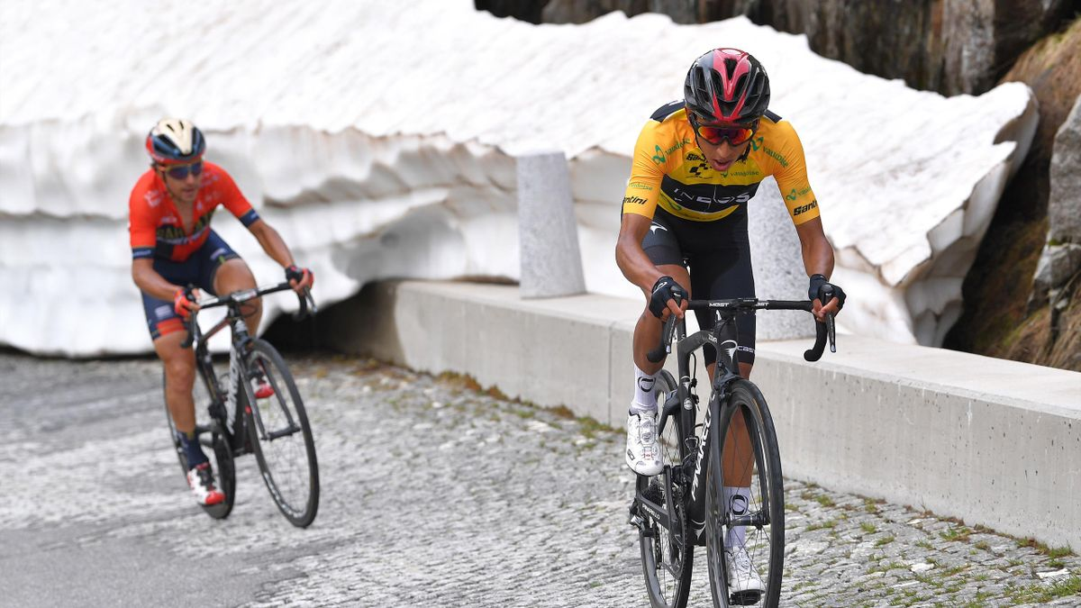 Giro di Svizzera 2019, 7a tappa: lo scatto vincente di Egan Bernal (Team Ineos) sulla salita della Tremola che porta al Passo San Gottardo