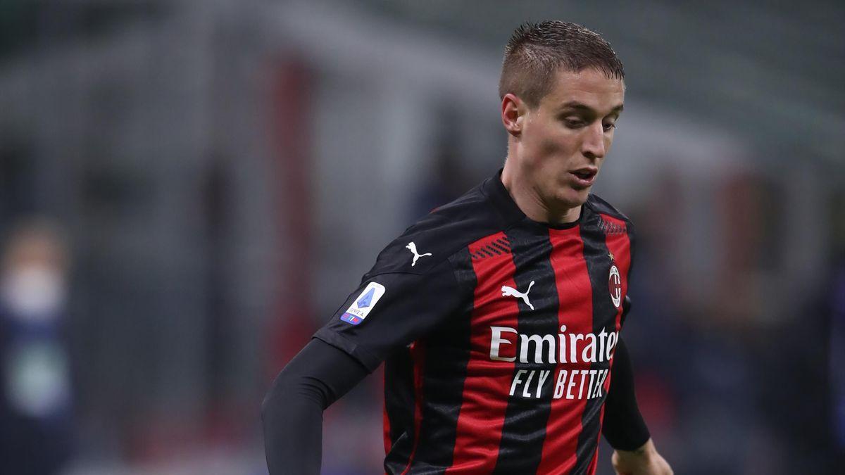 Andrea Conti con la maglia del Milan