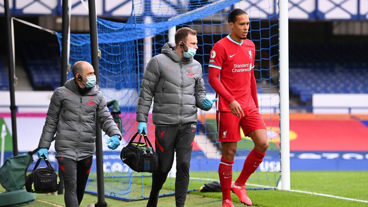 Virgil van Dijk (rechts) vom FC Liverpool verletzte sich am Knie im Merseysidederby gegen den FC Everton