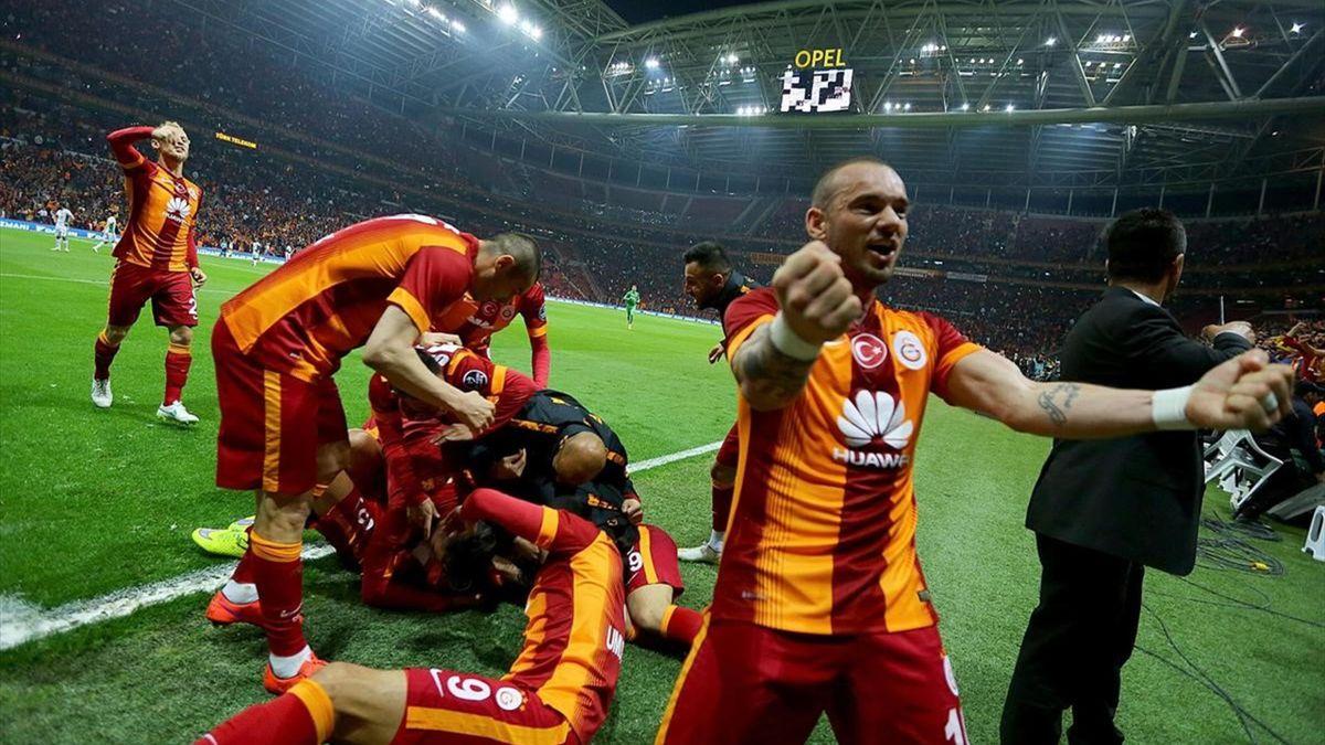 Galatasaray - Konyaspor maçında Sneijder ve takımının gol sevinci