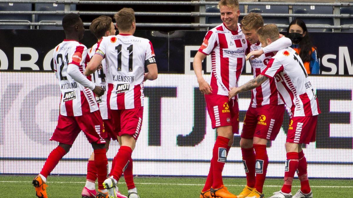 Tromsø-spillerne jubler etter Tomas Totlands 1-0-scoring på SR Bank Arena.