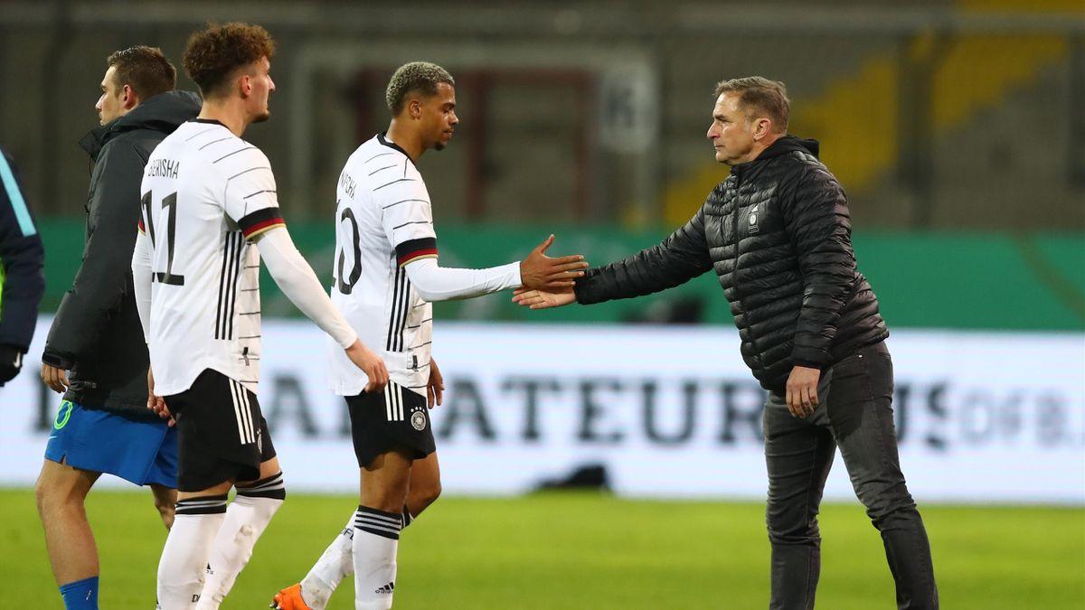 DFB-Trainer Stefan Kuntz (rechts) und die deutsche U21 startet in die sehr kurze EM-Vorbereitung