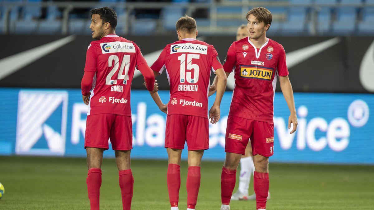 Sivert Gussiås (t.h.) sammen med lagkameratene Harmeet Singh og Erik Brenden under bortekampen mot Molde i 2020.