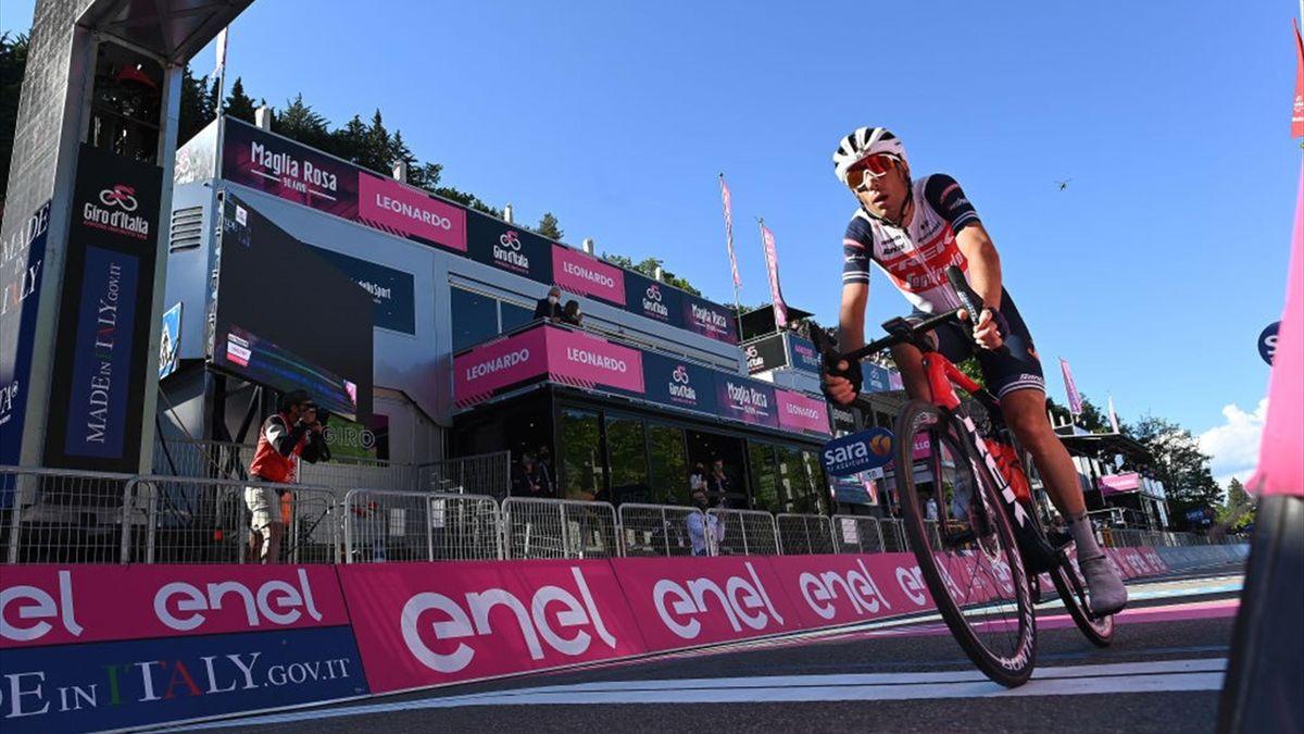 Vincenzo Nibali dopo l'attacco sulla discesa dopo il Passo del Carnaio - Giro d'Italia 2021
