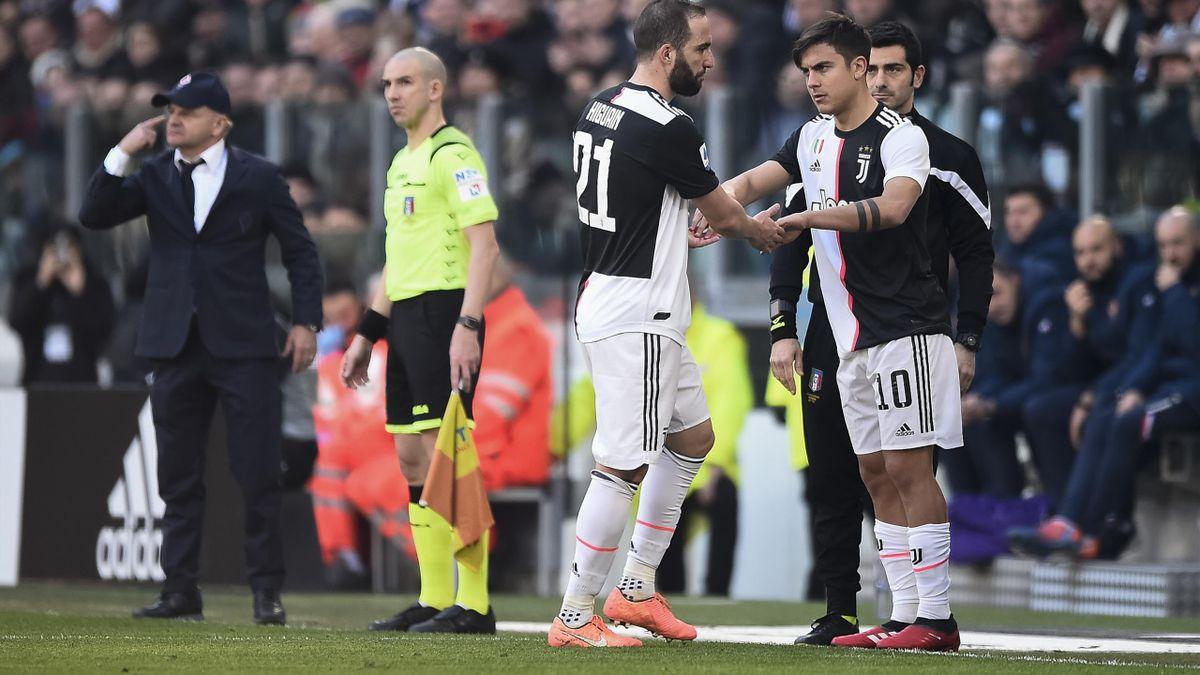 Gonzalo Higuain viene sostituito da Paulo Dybala durante il match di Serie A Juventus-Fiorentina - Serie A 2019/2020 - Getty Images