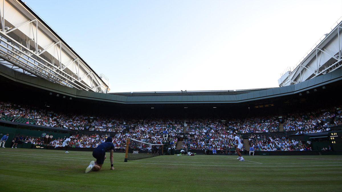 La Centre Court en el partido que disutan Rafa Nadal y Donald Young en Wimbledon