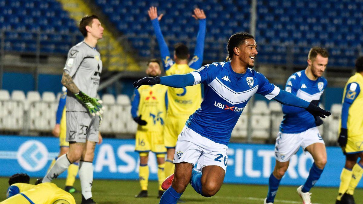 Brescia-Chievo, Serie B 2020-2021: Florian Ayé (Brescia) esulta al gol dell'1-0 (Imago)