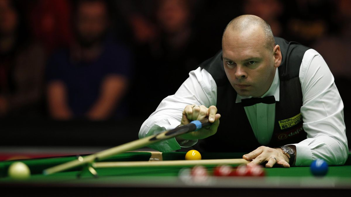 Stuart Bingham in action during the first round