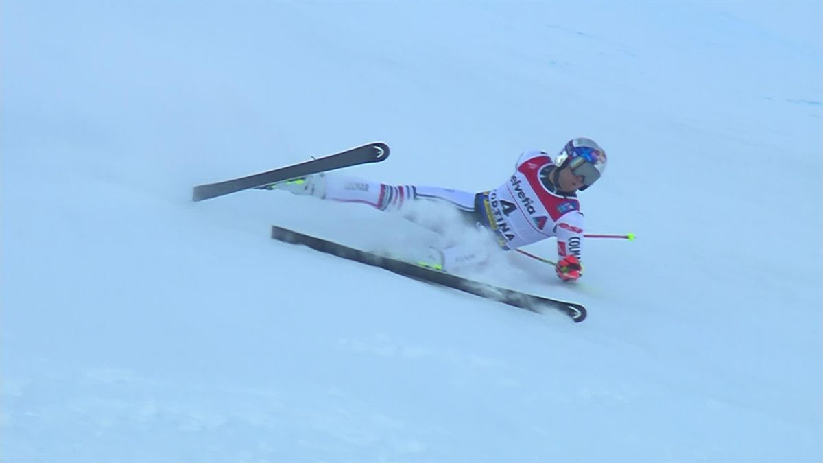 'Oh no!' - Alexis Pinturault crashes out of Giant Slalom