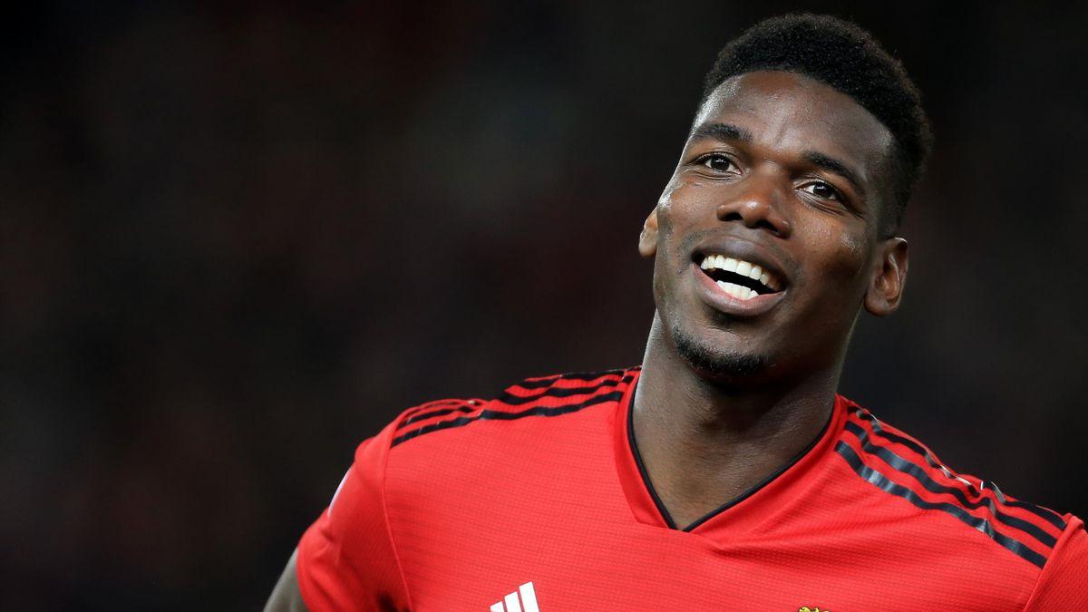 Paul Pogba tout sourire avec Manchester United, le 12 février 2019.