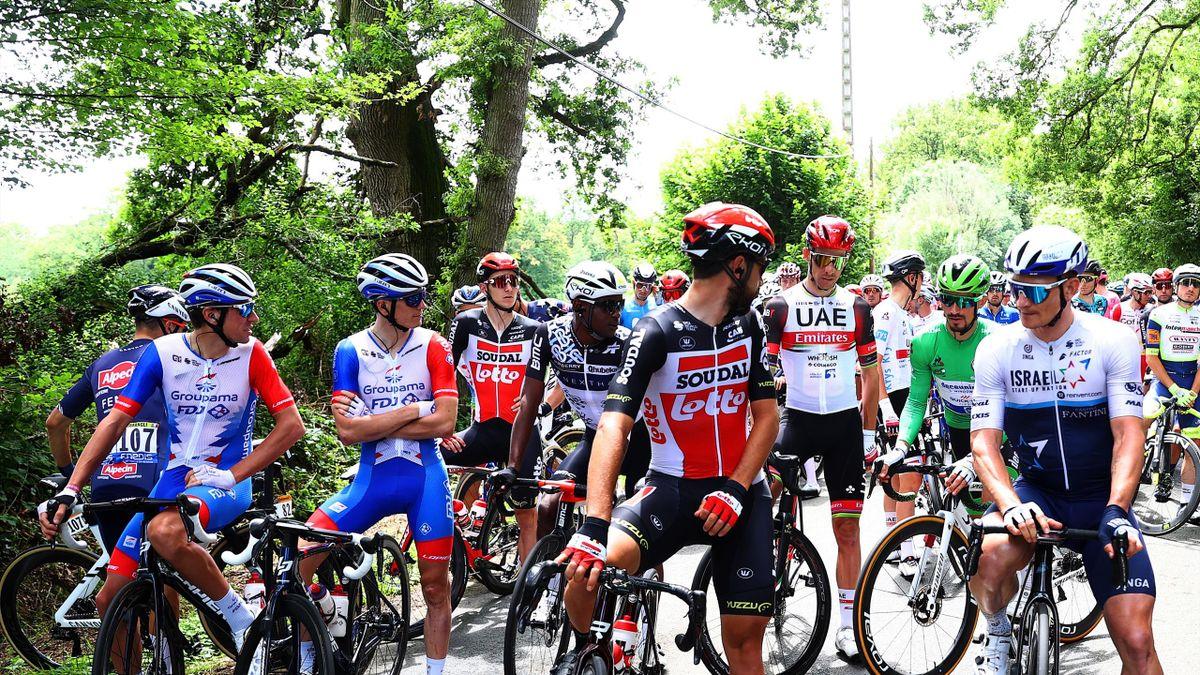 André Greipel, Julian Alaphilippe, Thomas De Gendt e tutti i corridori fermi in segno di protesta - Tour de France 2021