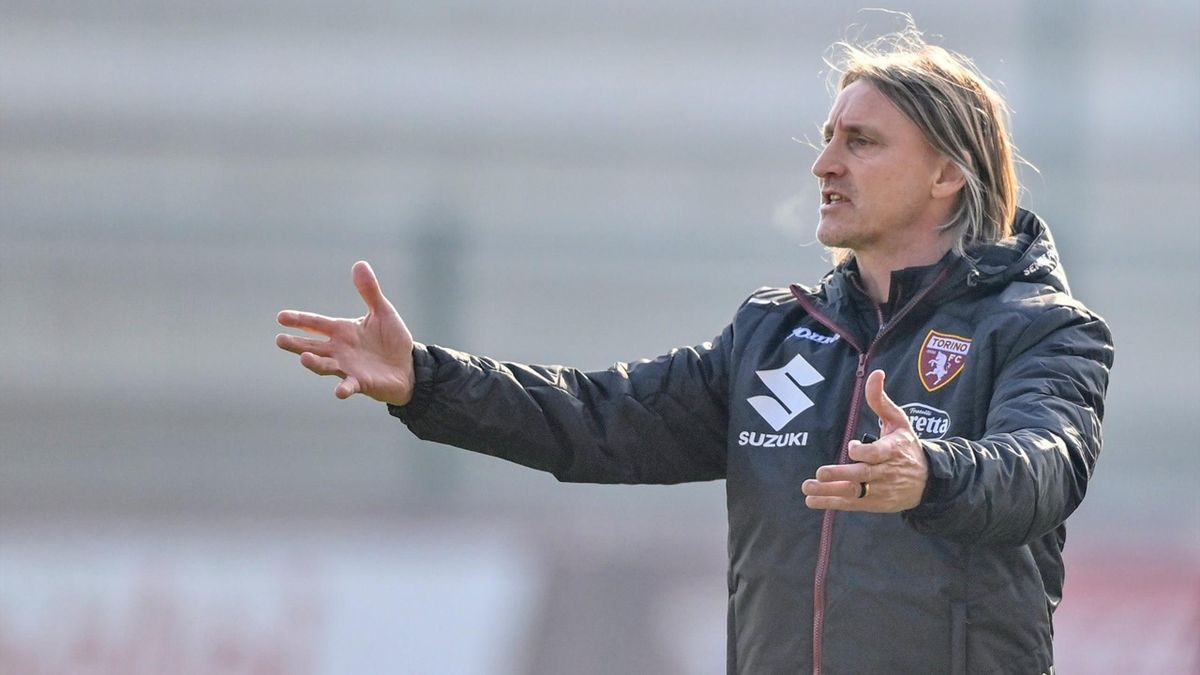 L'allenatore del Torino Davide Nicola guida l'allenamento dei granata in vista del match contro il benevento del 22 gennaio 2021