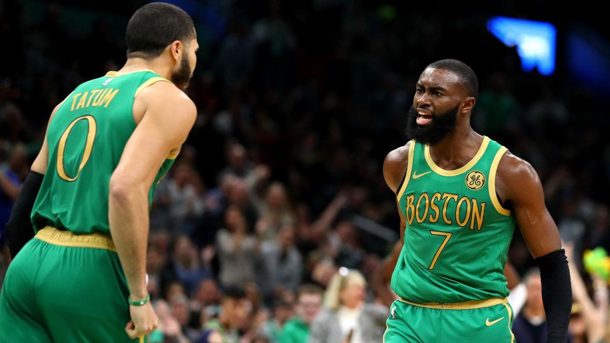 Jayston Tatum (à gauche) et Jaylen Brown (à droite) des Boston Celtics