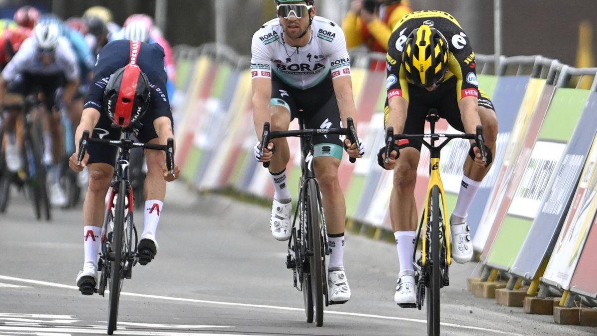 Wout van Aert (r.) hat die Nase vor Thomas Pidcock (l.) - Amstel Gold Race 2021