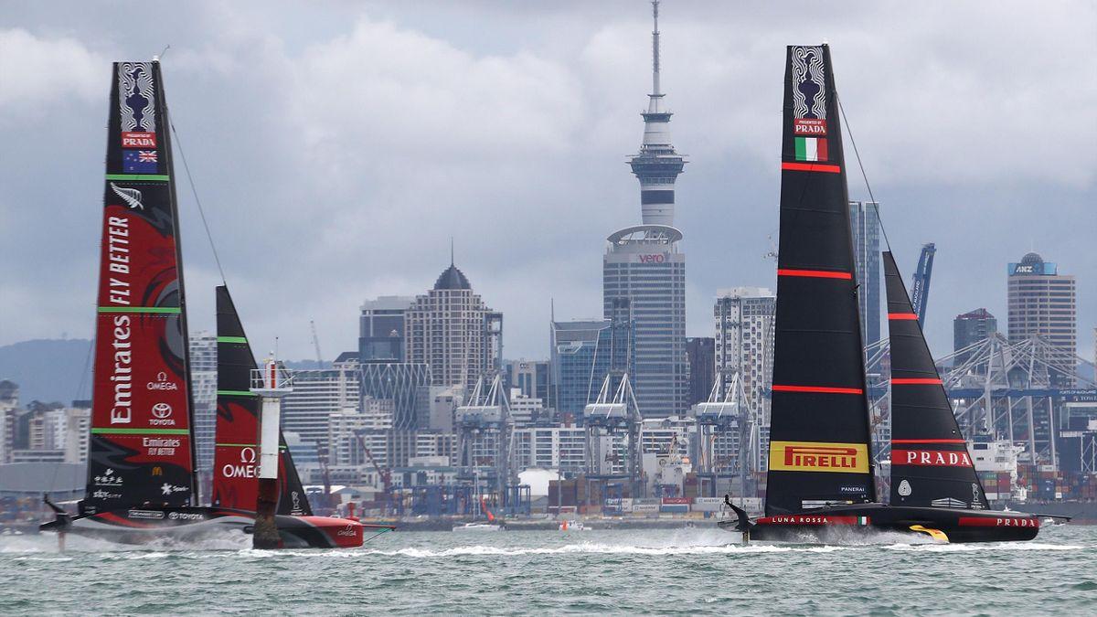 Luna Rossa e New Zeland durante Gara-9 delle finali di America's Cup 2021