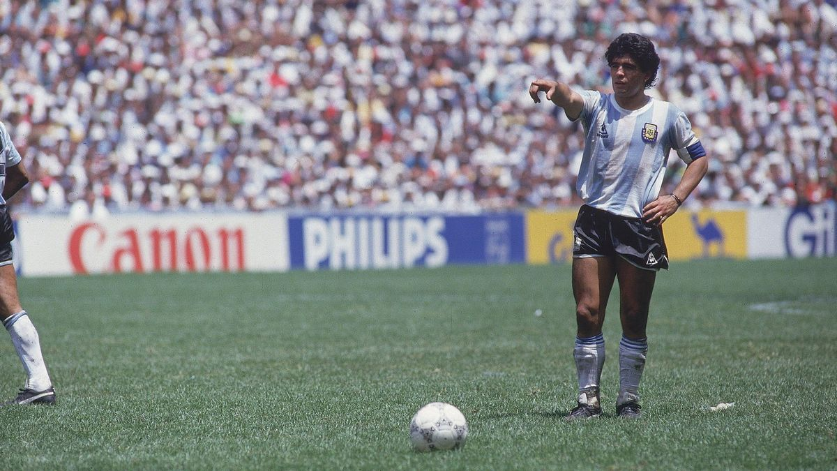 World Cup final, ARG Diego Maradona (10) in action during free kick vs FRG, Mexico City