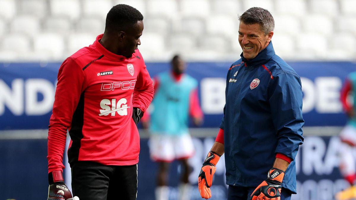 Gregory Coupet et Saturnin Allagbe avant un match opposant Bordeaux à Dijon, le 4 octobre 2020