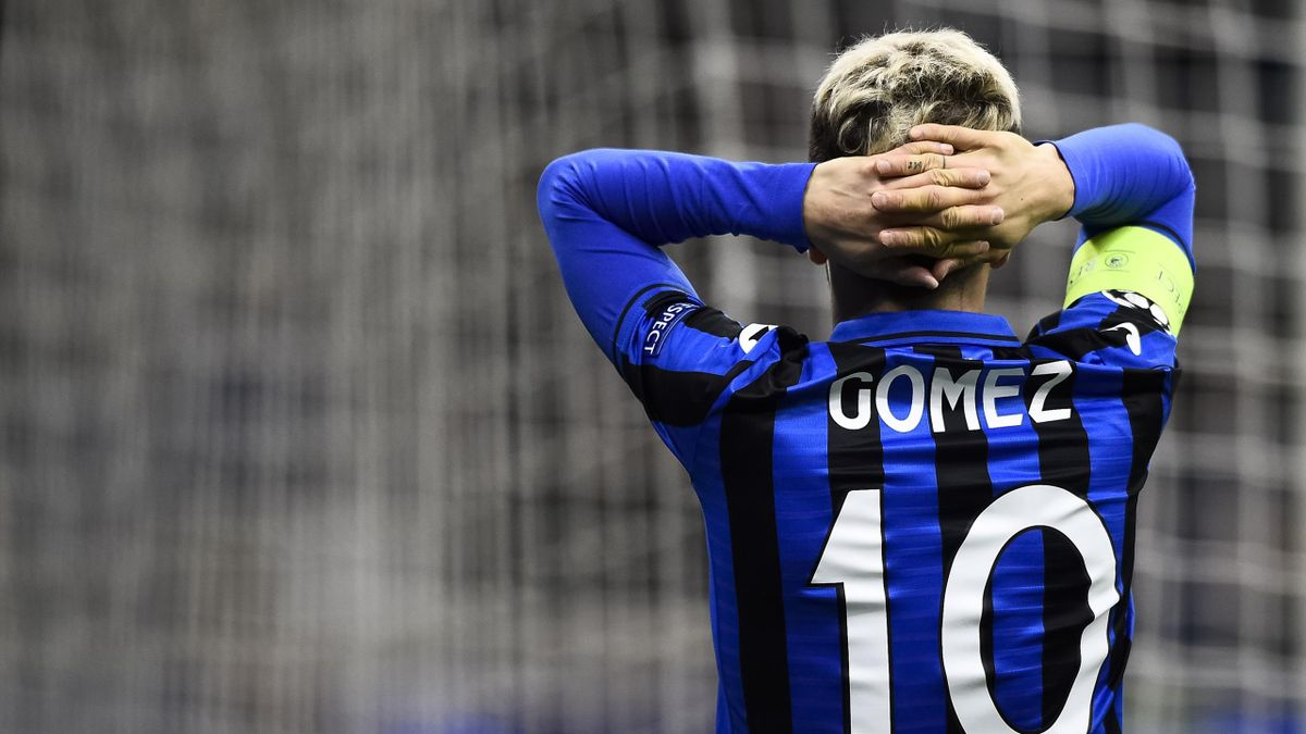 STADIO GIUSEPPE MEAZZA, MILAN, ITALY - 2020/02/19: Alejandro Gomez of Atalanta BC looks dejected during the UEFA Champions League round of 16 first leg football match between Atalanta BC and Valencia CF. Atalanta BC won 4-1 over Valencia CF. (Photo by Nic