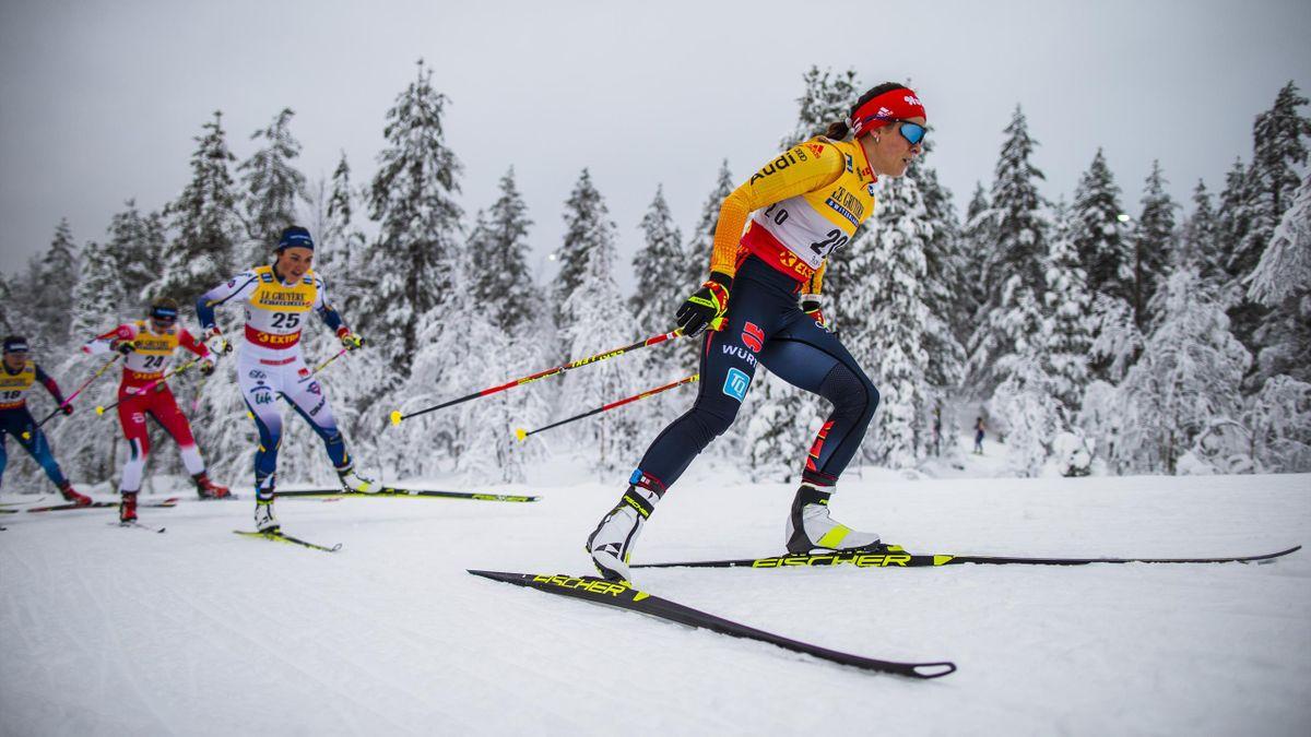 Katharina Hennig (rechts) und die deutschen Langläufer sind bei der Tour de Ski gefordert