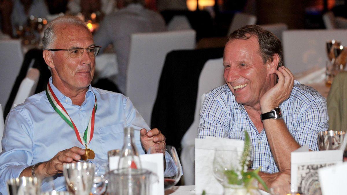 Berti Vogts (rechts) schwärmte von seinem langjährigen Weggefährten Franz Beckenbauer