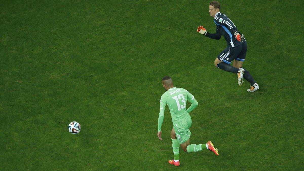 Neuer sale a por un balón en el Alemania-Argelia