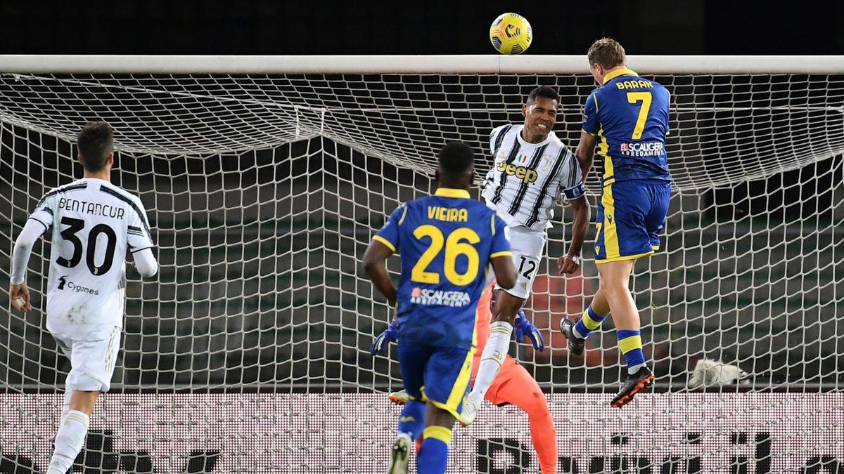 Antonin Barak supera con lo stacco aereo Alex Sandro, Verona-Juventus, Getty Images