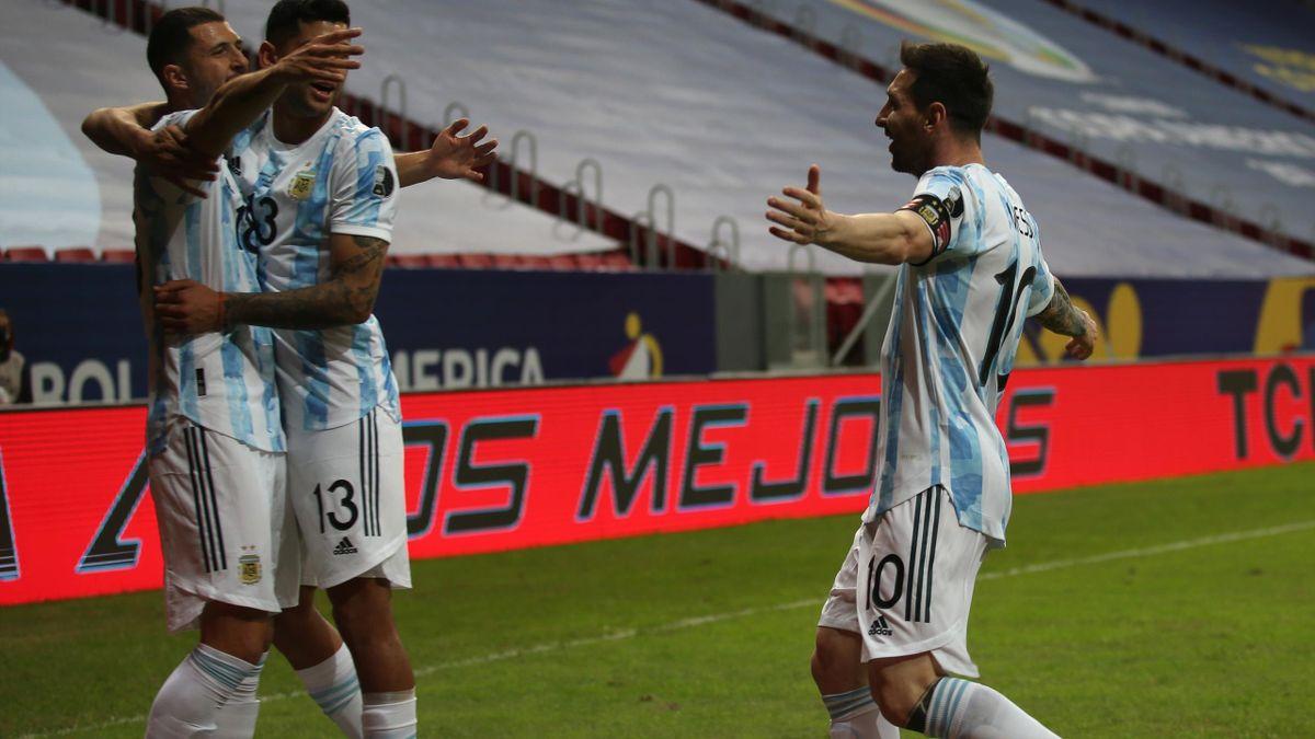 Argentinien um Lionel Messi jubelt