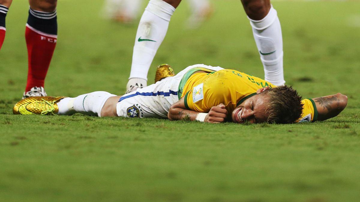 Neymar (Brésil) est sorti sur civière face à la Colombie