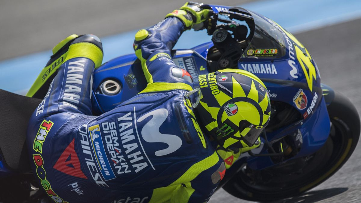 Valentino Rossi of Italy and Movistar Yamaha MotoGP rounds the bend during the MotoGP Of Thailand - Qualifying on October 6, 2018 in Buri Ram, Thailand