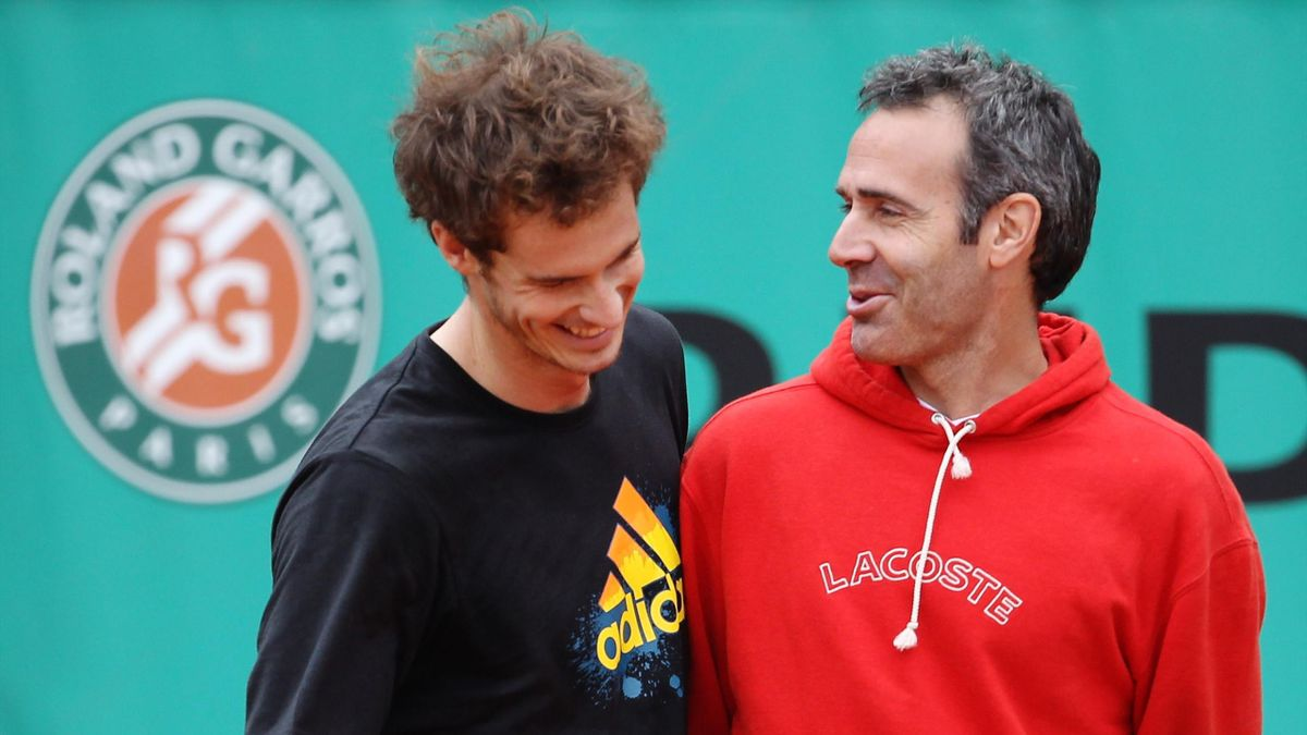 Alex Corretja speaks with Andy Murray