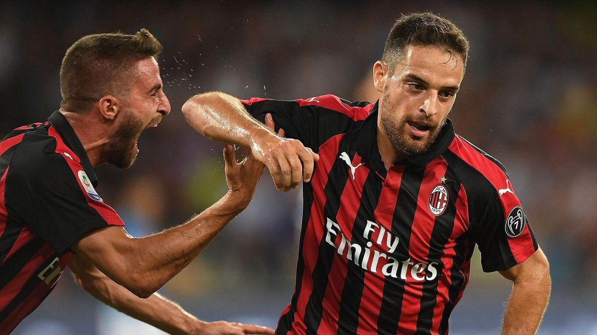 Fabio Borini e Giacomo Bonaventura esultano dopo il gol del vantaggio del Milan al San Paolo contro il Napoli 2018