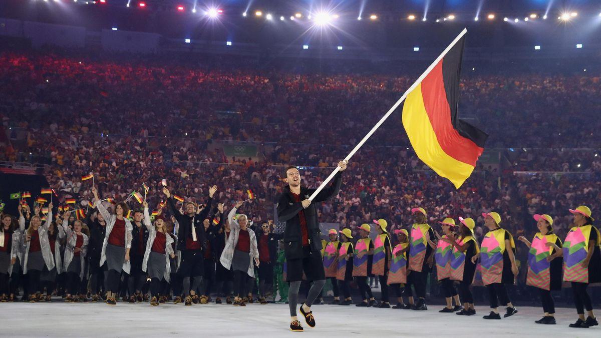 Timo Boll als deutscher Fahnenträger bei Olympia 2016 in Rio