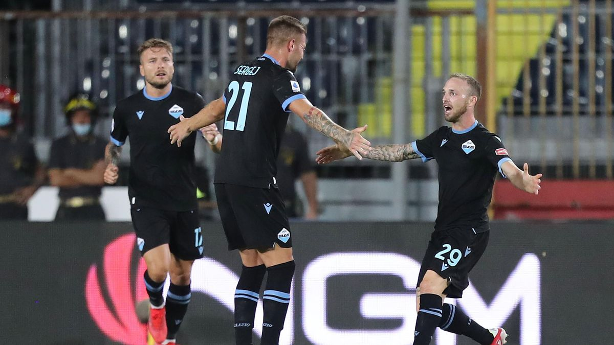 Manuel Lazzari esulta insieme a Sergej Milinkovic Savic, Empoli-Lazio, Serie A 2021-22, Getty Images