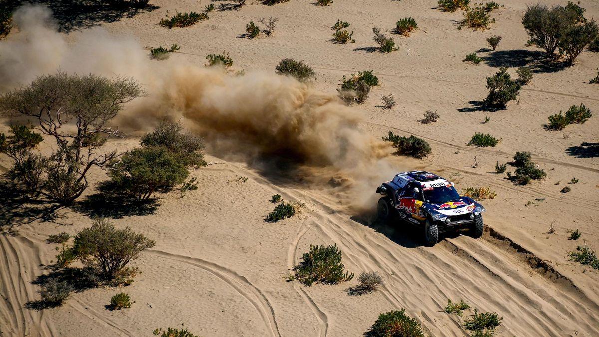 Carlos Sainz vince la prima tappa della Dakar 2021