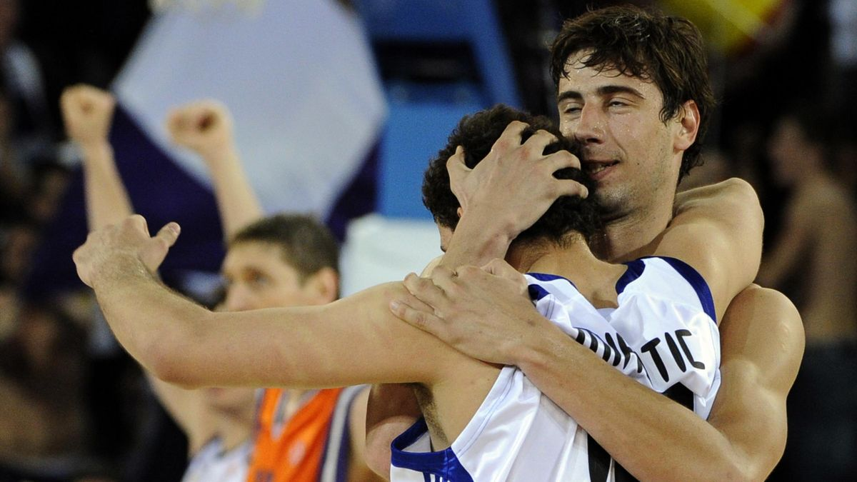 Mirotic y Ante Tomic, celebrando un pase a la Final Four de la Euroliga con el Real Madrid