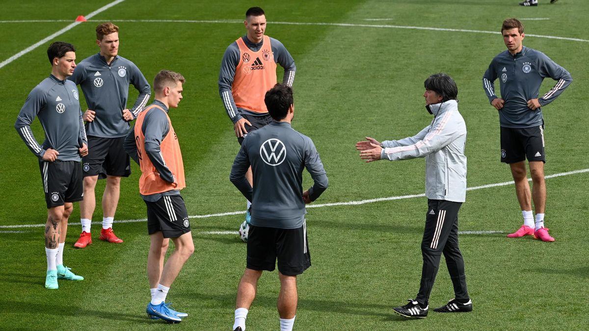 Joachim Löw und die deutsche Nationalmannschaft im Training