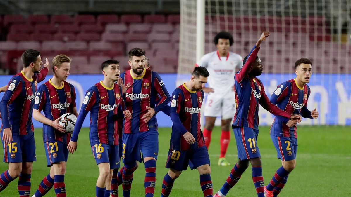 Ousmane Dembele of FC Barcelona celebrates 1-0 with Sergio Busquets of FC Barcelona, Clement Lenglet of FC Barcelona, Oscar Mingueza of FC Barcelona, Frenkie de Jong of FC Barcelona, Pedri of FC Barcelona, Lionel Messi of FC Barcelona, Gerard Pique of FC