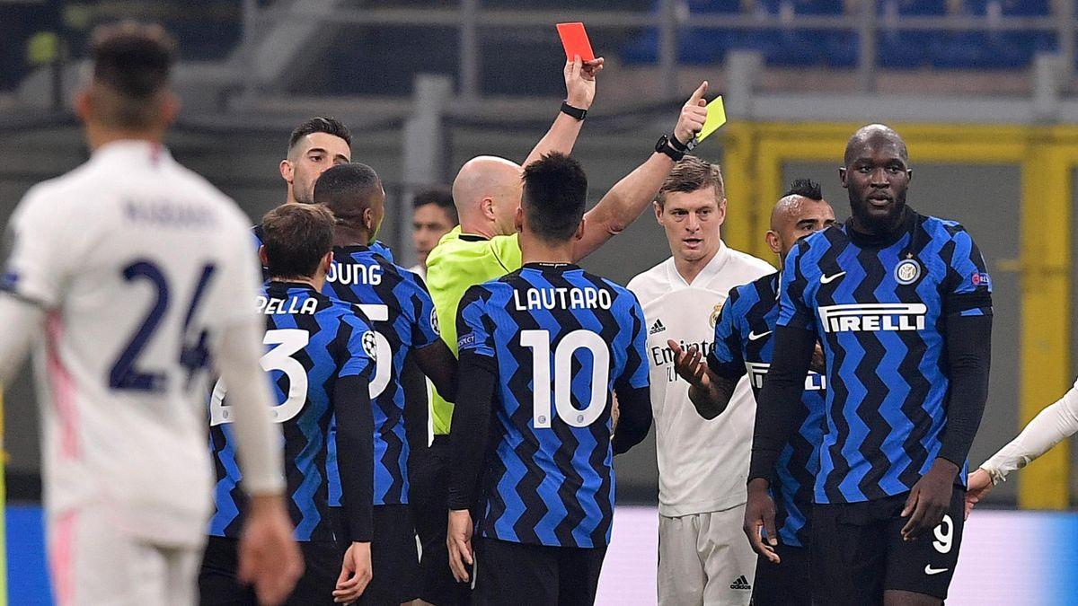 Arturo Vidal cacciato dal campo dall'arbitro inglese Taylor, Inter-Real Madrid, Champions League, Getty Images