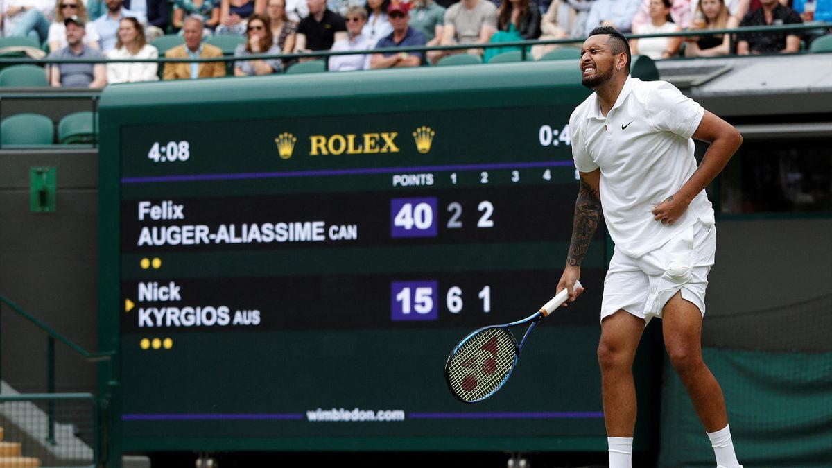 Nick Kyrgios avant son abandon face à Felix Auger-Aliassime lors de Wimbledon 2021