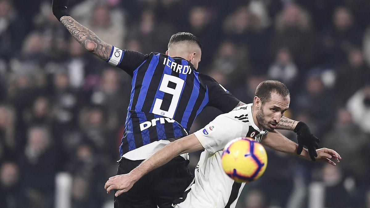 Il contrasto aereo fra Giorgio Chiellini e Mauro Icardi, Juventus-Inter, Serie A, LaPresse