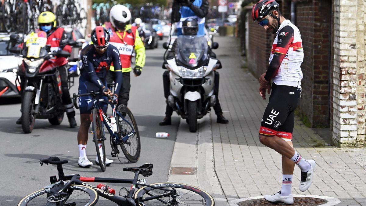 Fernando Gaviria (rechts) brach sich bei seinem Sturz in Belgien das Handgelenk