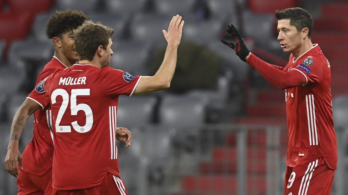 Robert Lewandowski (rechts, FC Bayern) bejubelt seinen Treffer gegen Red Bull Salzburg