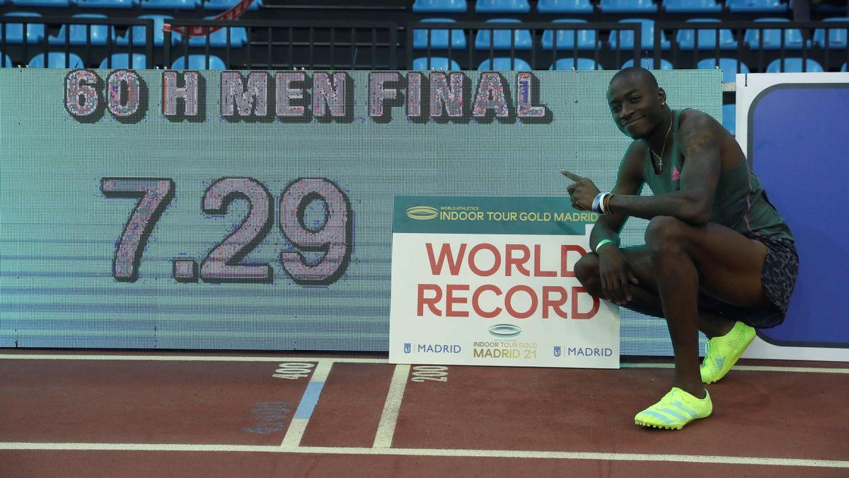 Grant Holloway celebra el récord mundial de 60 vallas conseguido en Gallur (Madrid) con 7.29