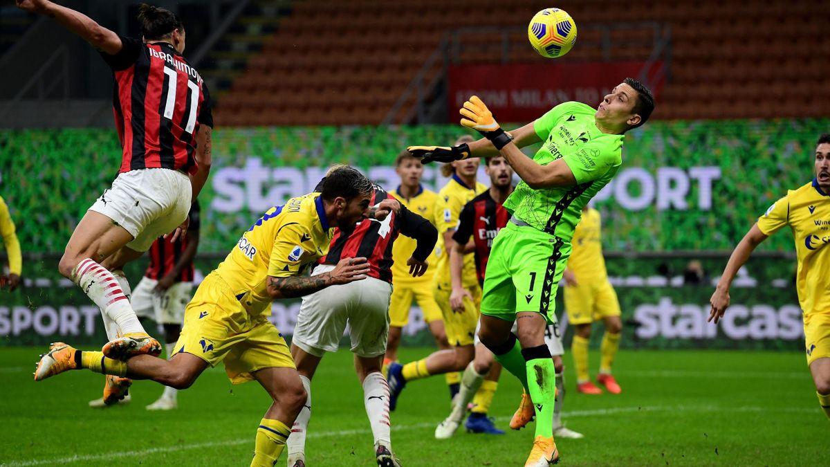 Una delle parate di Silvestri, protagonista nel 2-2 del Verona contro il Milan, Getty Images