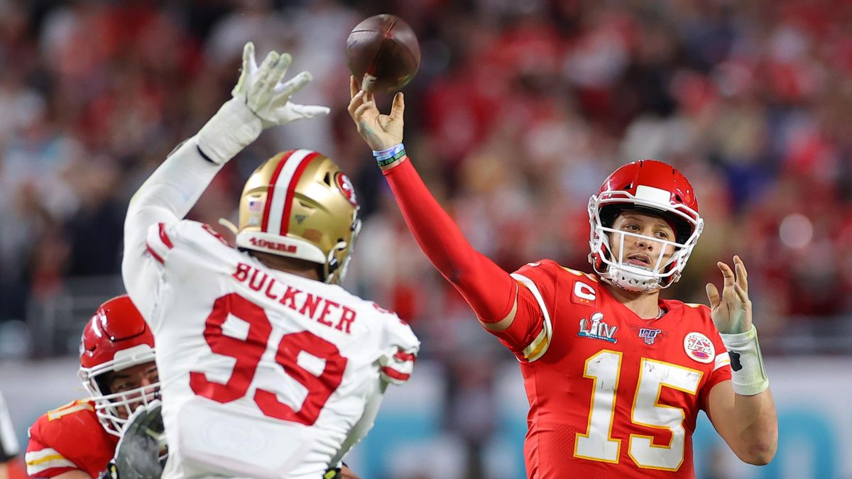 MIAMI, FLORIDA - FEBRUARY 02: Patrick Mahomes #15 of the Kansas City Chiefs throws a pass against the San Francisco 49ers during the fourth quarter in Super Bowl LIV at Hard Rock Stadium on February 02, 2020 in Miami, Florida. (Photo by Kevin C. Cox/Getty