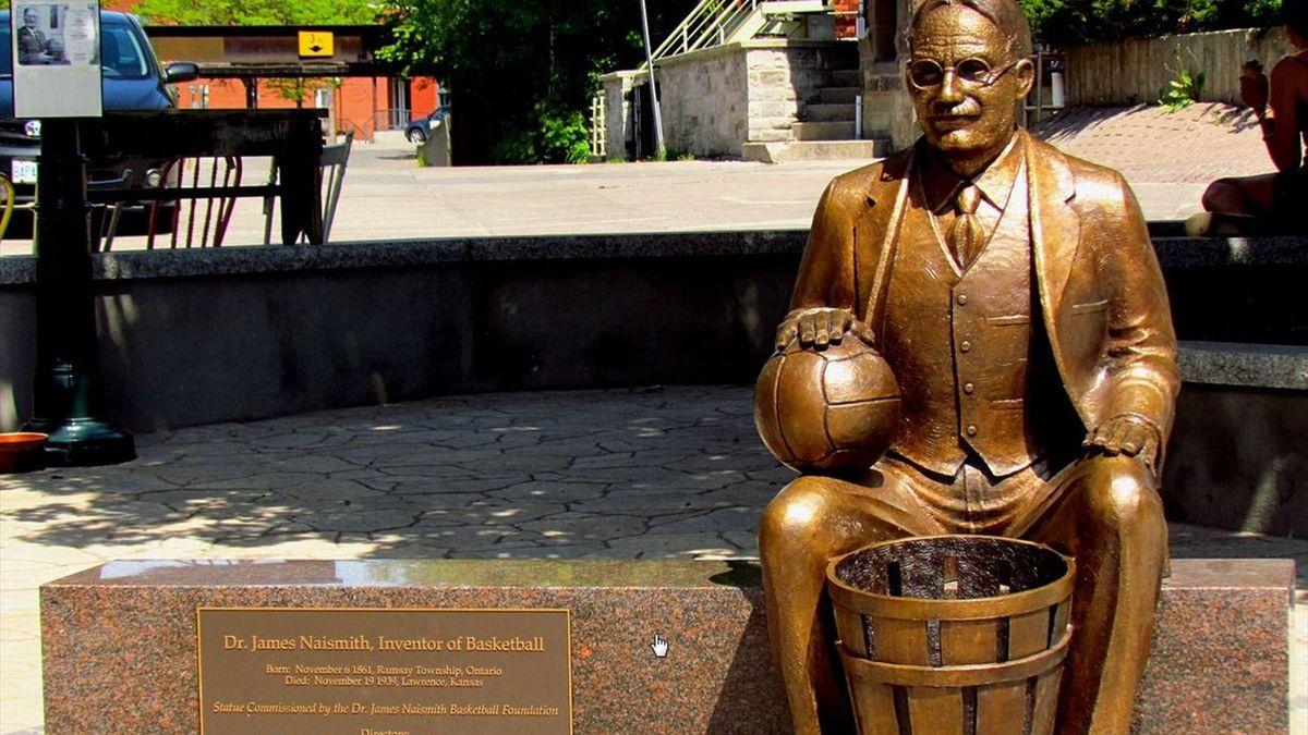 James Naismith statua