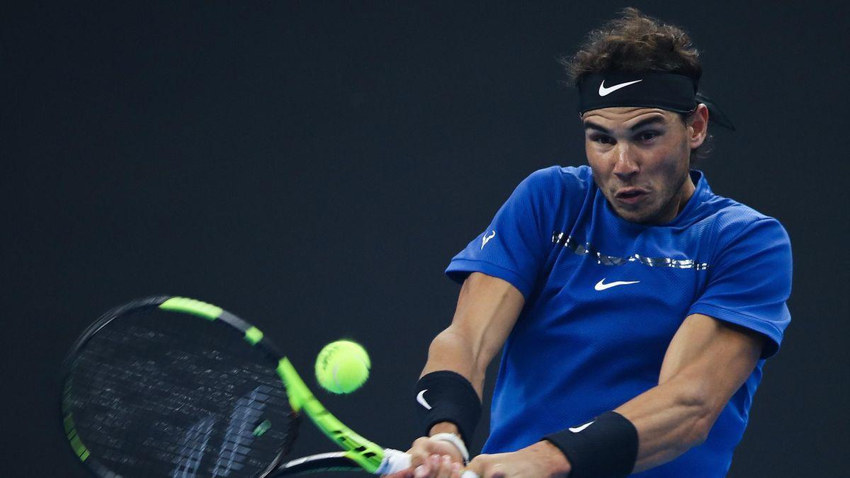 Rafa Nadal golpea de revés frente a Dimitrov en el ATP 500 de Pekín